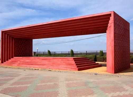 """monumento """"Encuadre Manchego"""" del escultor toledano Sergio García, en el Parque Pedro Almodóvar"""