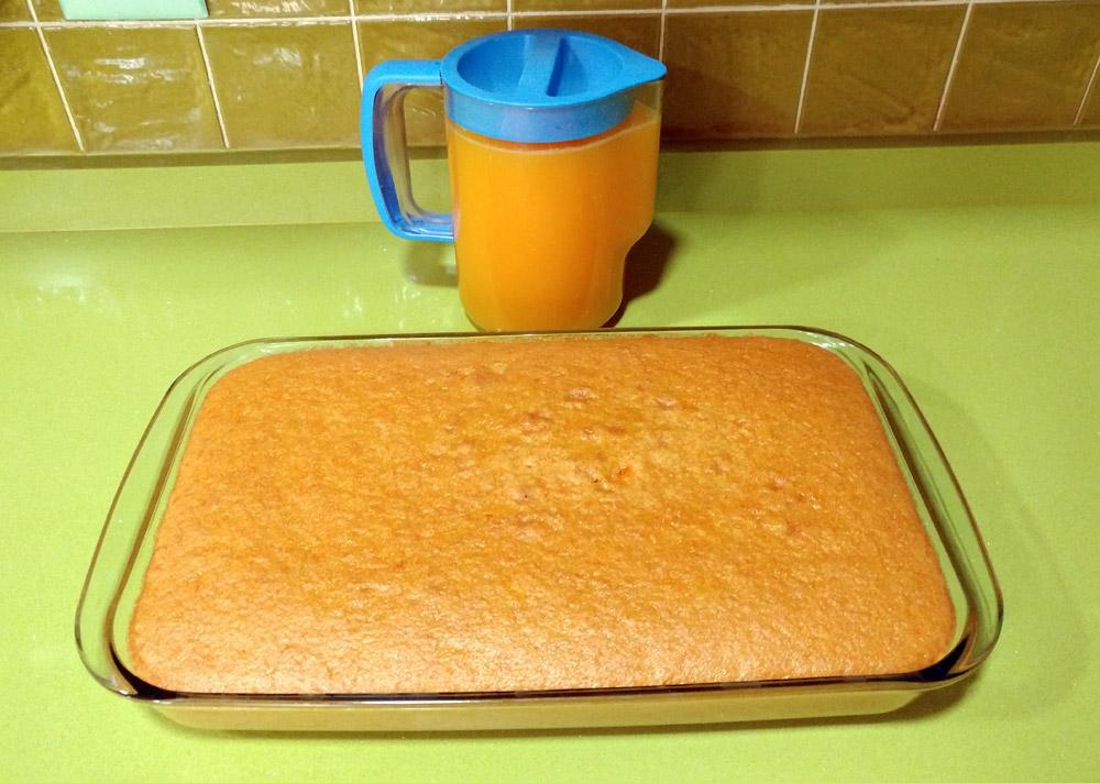 Bizcocho de zanahoria y zumo de naranja